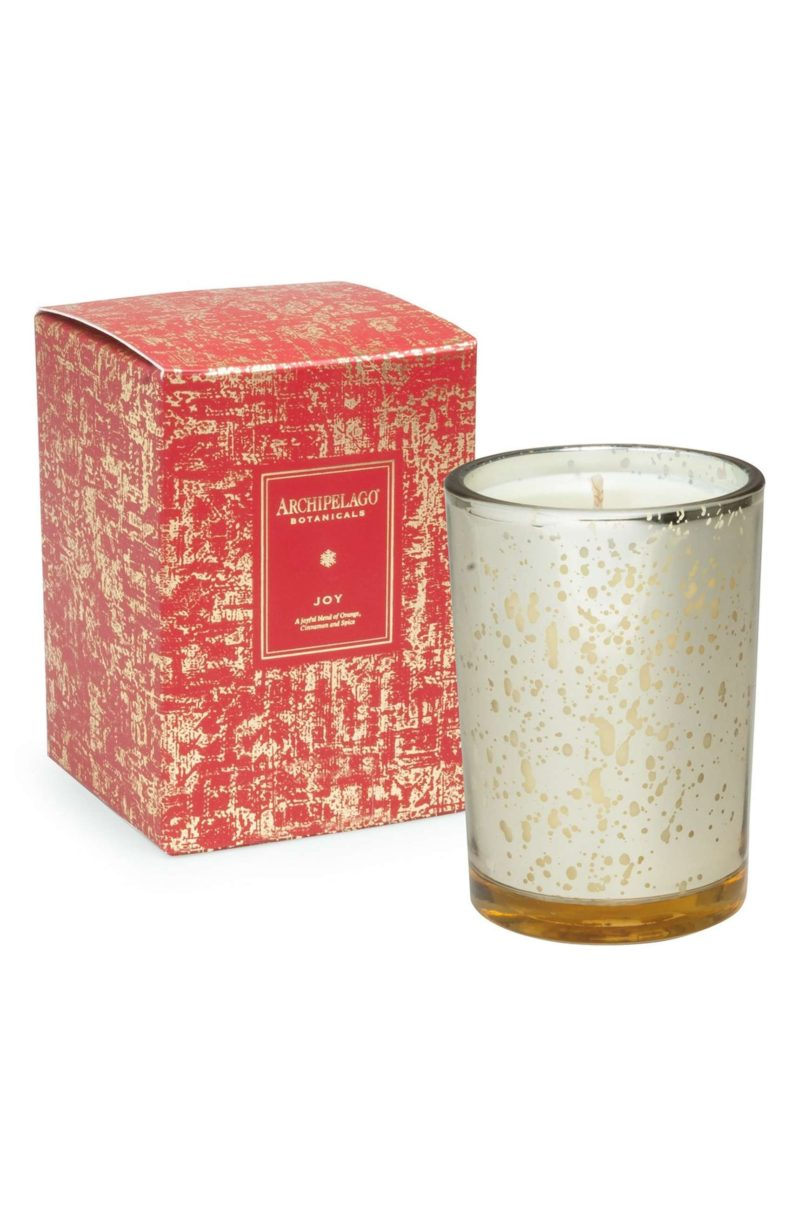 best scented christmas candles for this holiday season petite haus. Black Bedroom Furniture Sets. Home Design Ideas