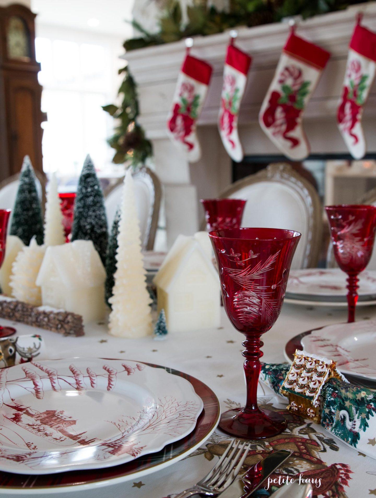 Williams Sonoma Christmas Table.Traditional Christmas Table Setting Petite Haus